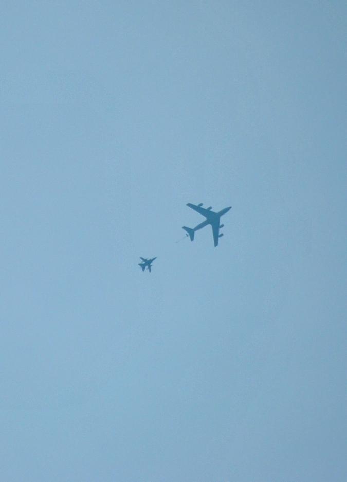 Betankung eines Tornado Kampfjets von einer KC135