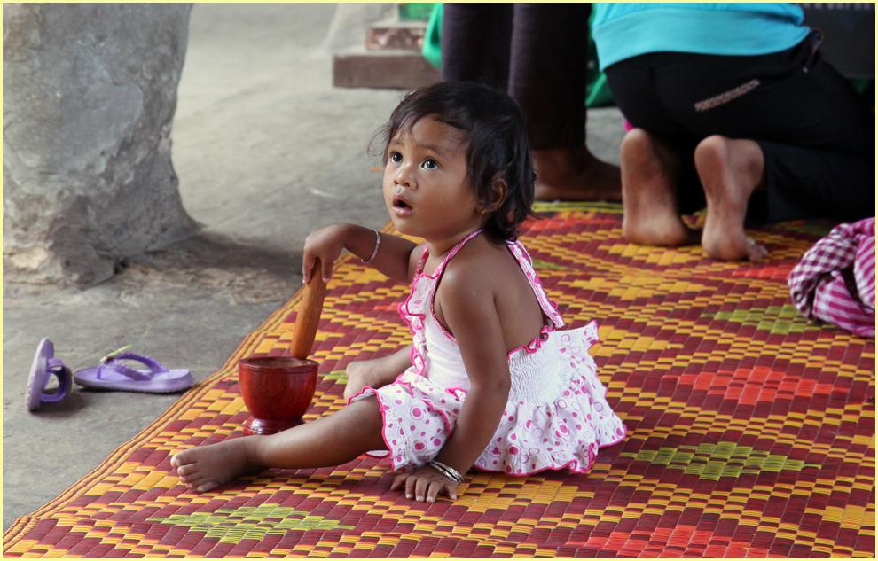 Beten für den Frieden- zu Buddha- Tempel in Angkor- Cambodia