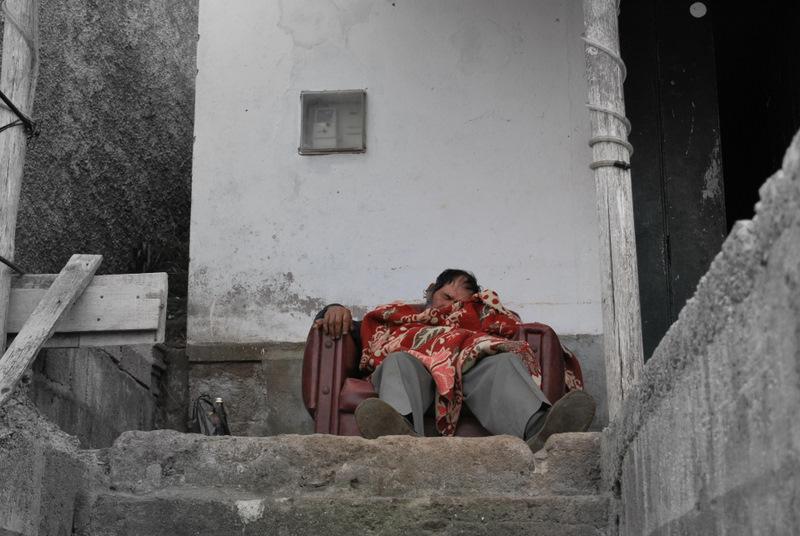 Betrunkener alter Mann