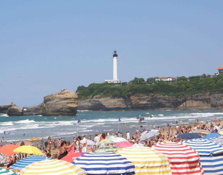Biarritz le phare et les tentes multicolores