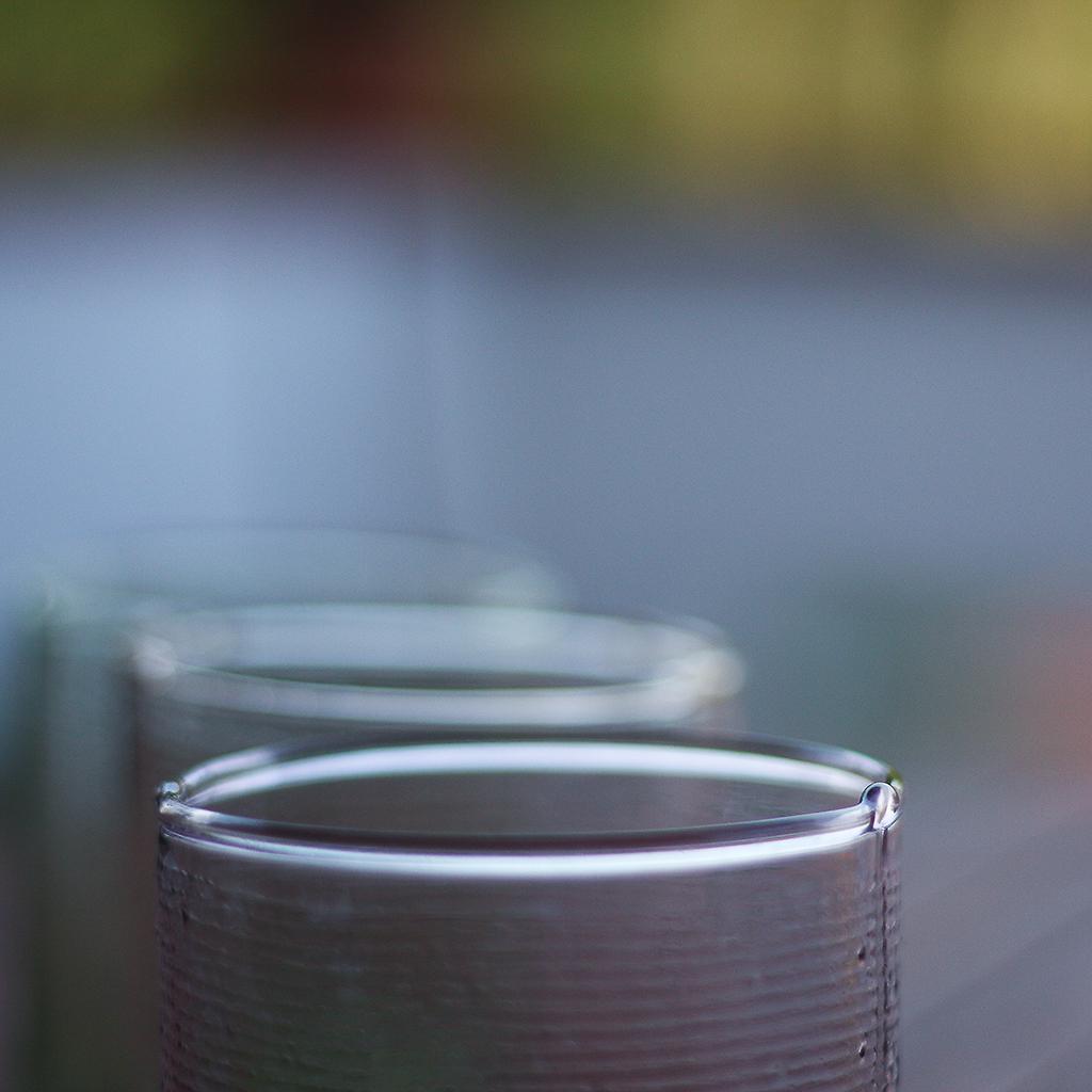 ... bicchieri in vetro colorato ... 1