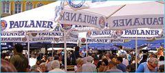 Biergarten auf dem Marienplatz in München beim Stadtfest