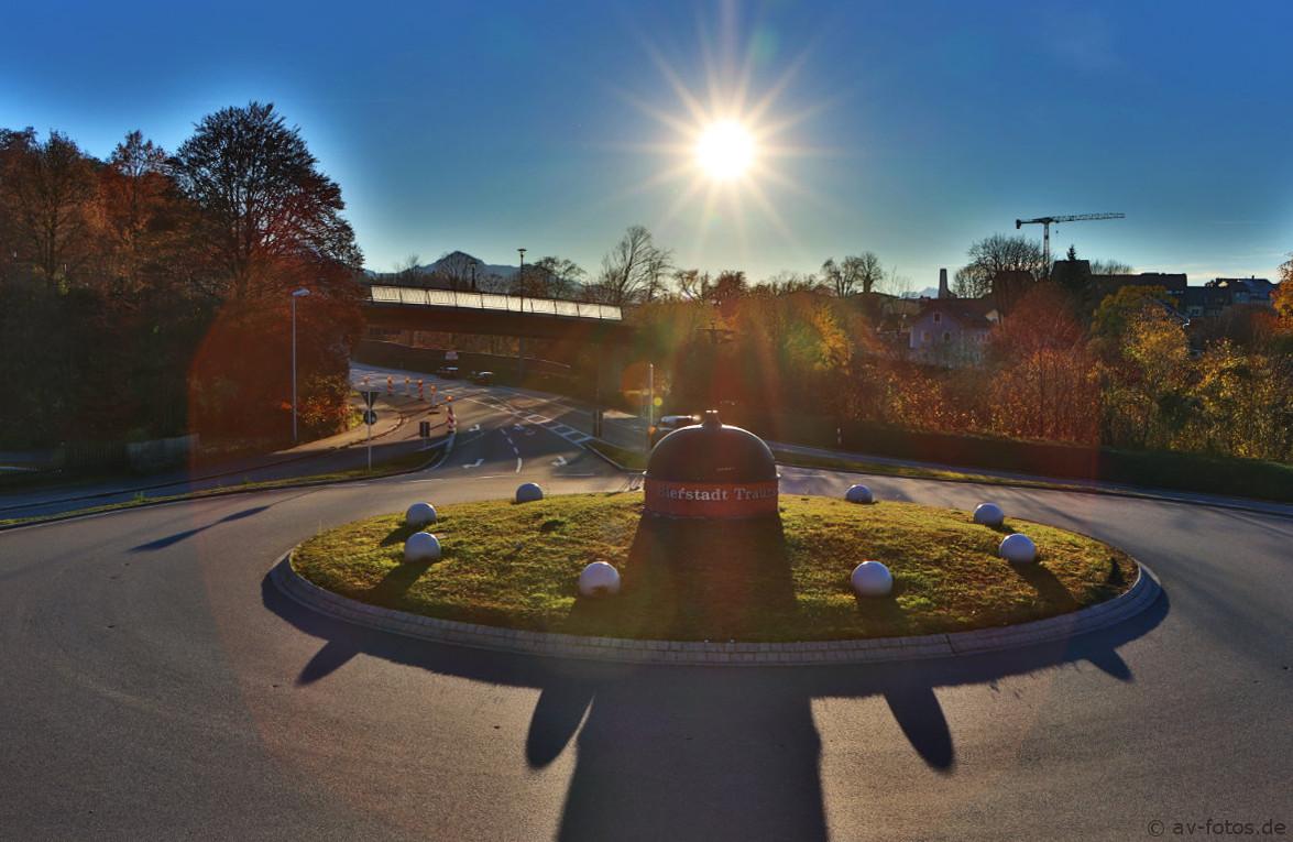Bierstadt Traunstein Kreisverkehr mit Sonnenstern