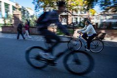 Biker im Gegenverkehr ...