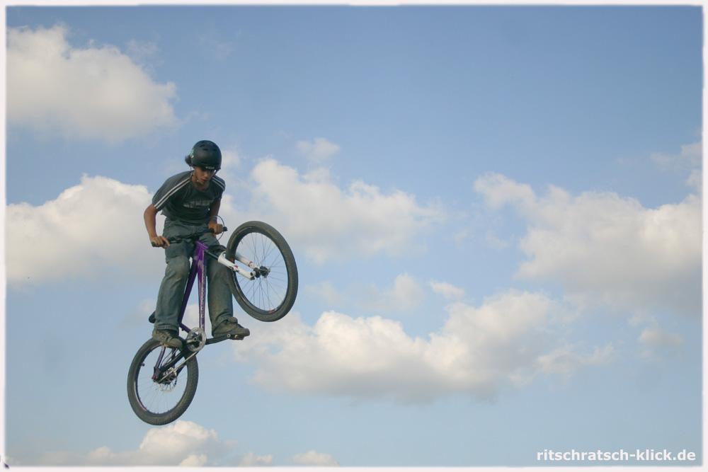 Biker im Tiefflug