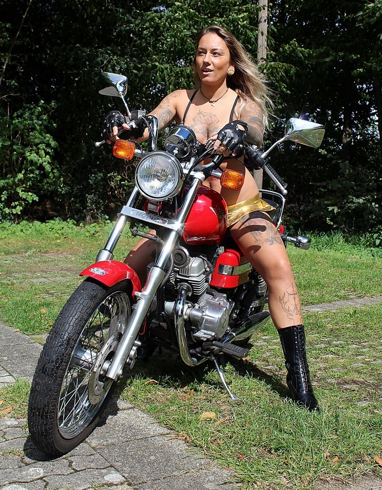 Bikerin on Tour Foto & Bild | fashion, outdoor, frauen