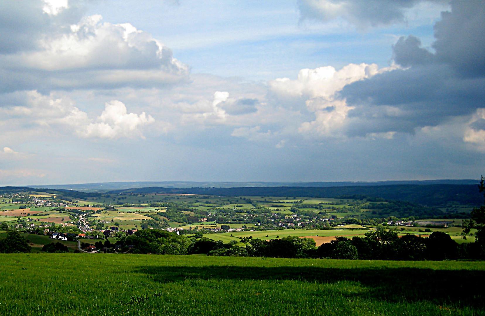 """Bild 1 Auf der Heimfahrt: """"Sicht auf die Ardennen - Belgien im September 2012."""""""