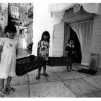 -:((( Bimbe in Bari vecchia ))):-