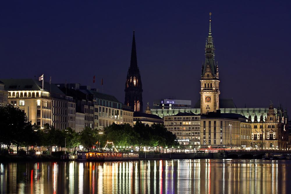 Binnenalster und Rathaus in Hamburg