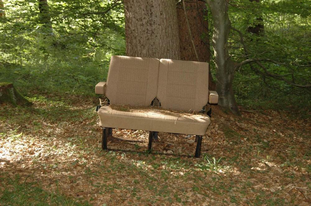 bitte Platz nehmen und die Stille im Wald genießen
