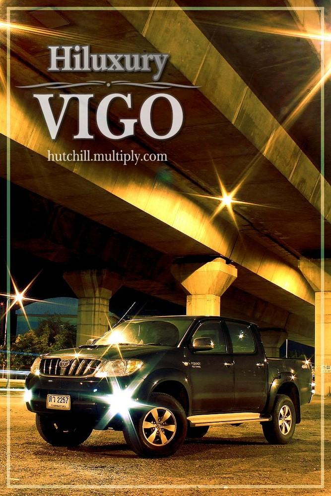 Black Toyota Hilux(ury) Vigo