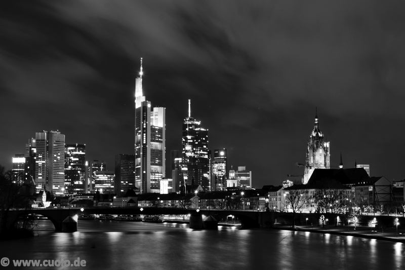 Black & White: Skyline