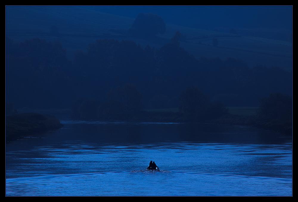 BLAU: Farbe der tief empfundenen VERBUNDEN- HEIT: ...sehen wir uns wieder ... ?