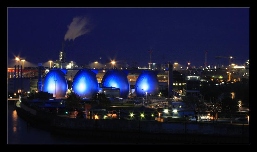 blau im Hamburger Hafen