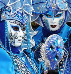 Blaue Maske mit Spiegel