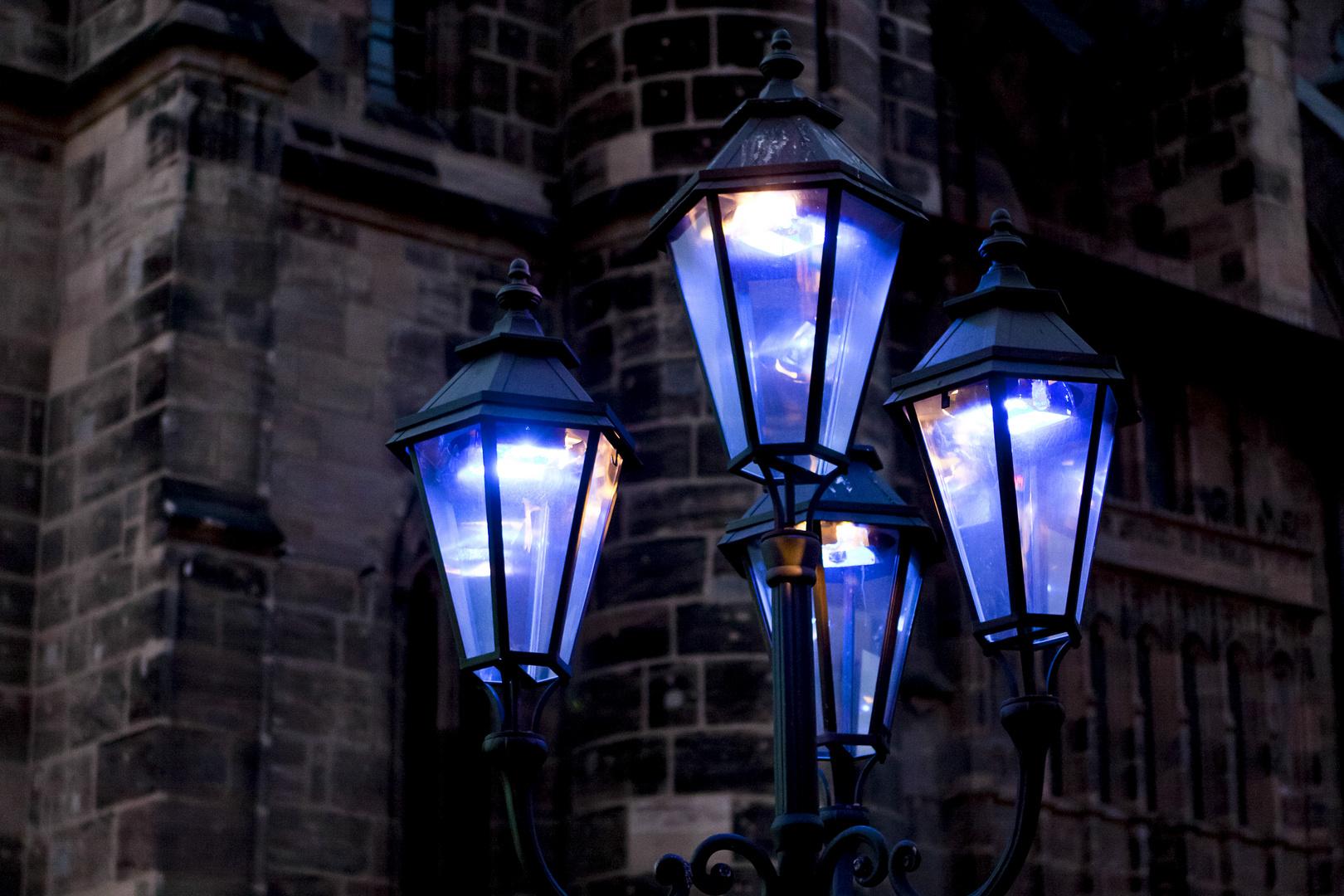 Blaue Nacht In Nurnberg Foto Bild Lampen Und Leuchten
