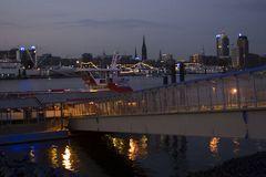 blaue Stunde am Hamburger Hafen