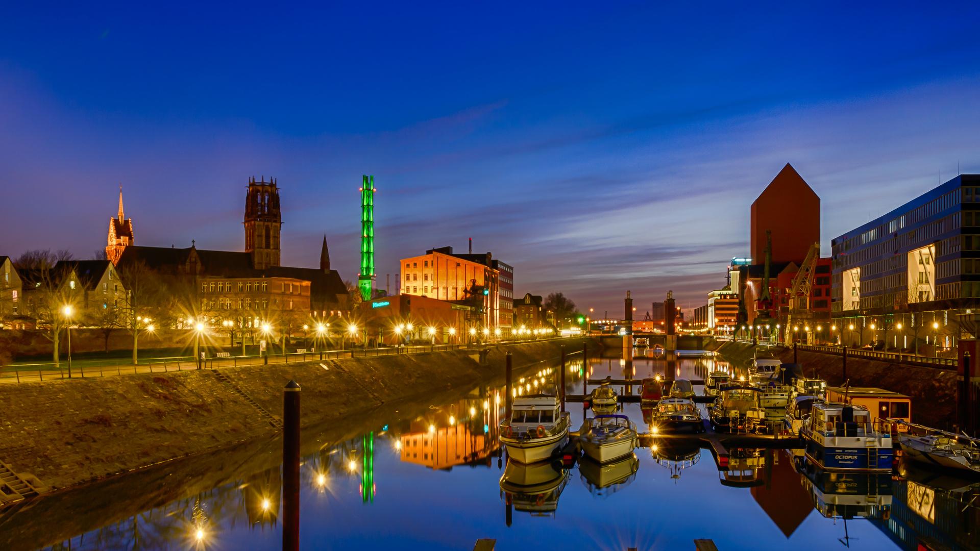 Blaue Stunde am Innenhafen Duisburg