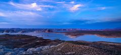 Blaue Stunde am Lake Powell, Arizona, USA