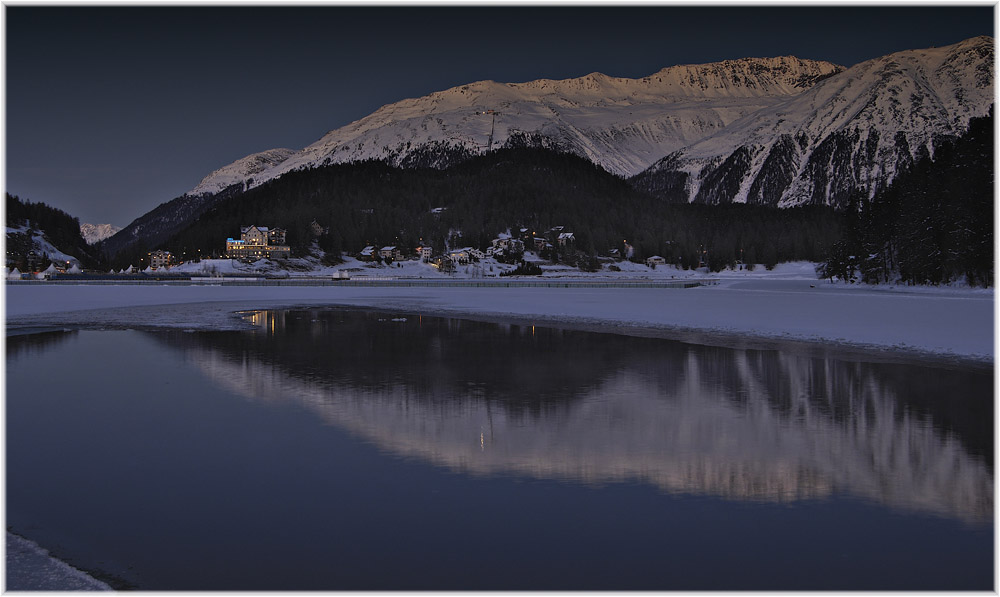 Blaue Stunde am St. Moritzer See