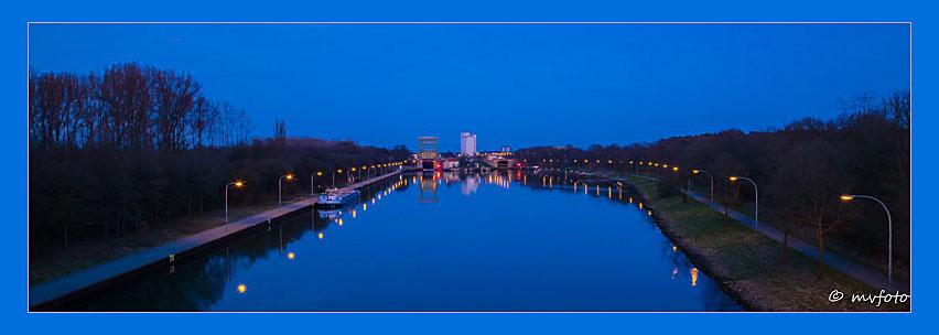 Blaue Stunde an der Schleuse Dorsten des Wesel-Datteln-Kanales