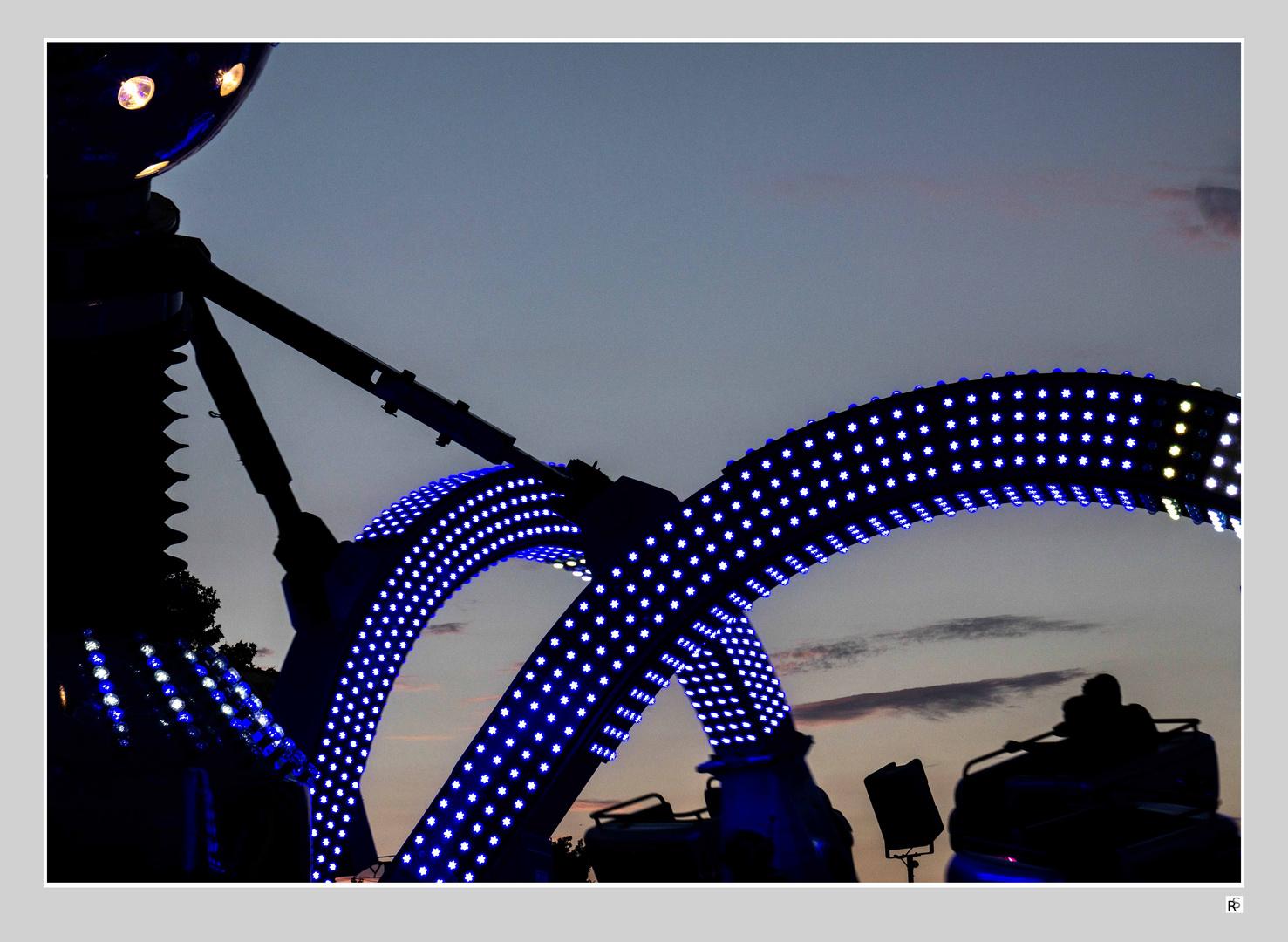 Blaue Stunde auf dem Jahrmarkt