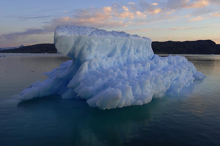 Blaue Stunde bei blauem Eis