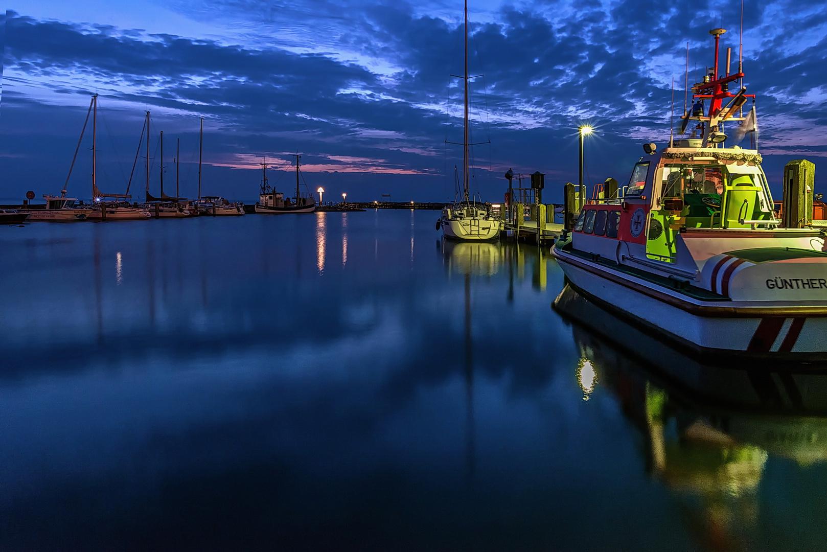 Blaue Stunde im Hafen Timmendorf (Insel Poel)