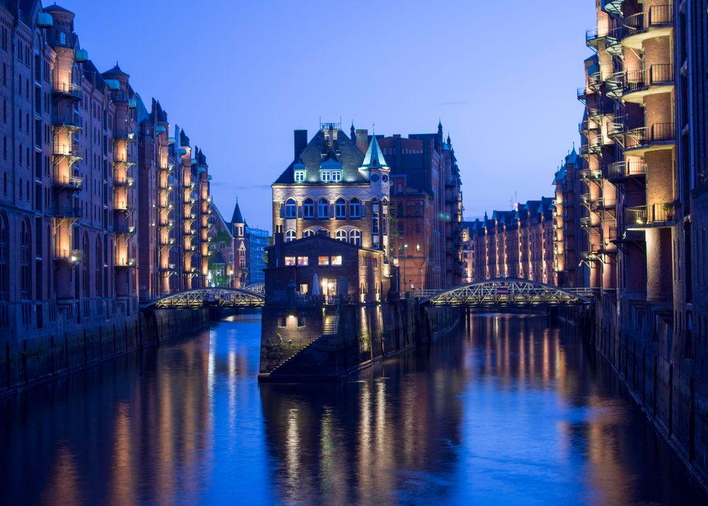 Blaue Stunde in Hamburg