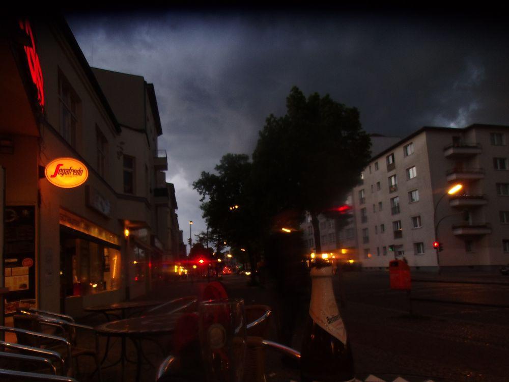 [ blaue Stunde mit Zoran im HG ]  Bild 1