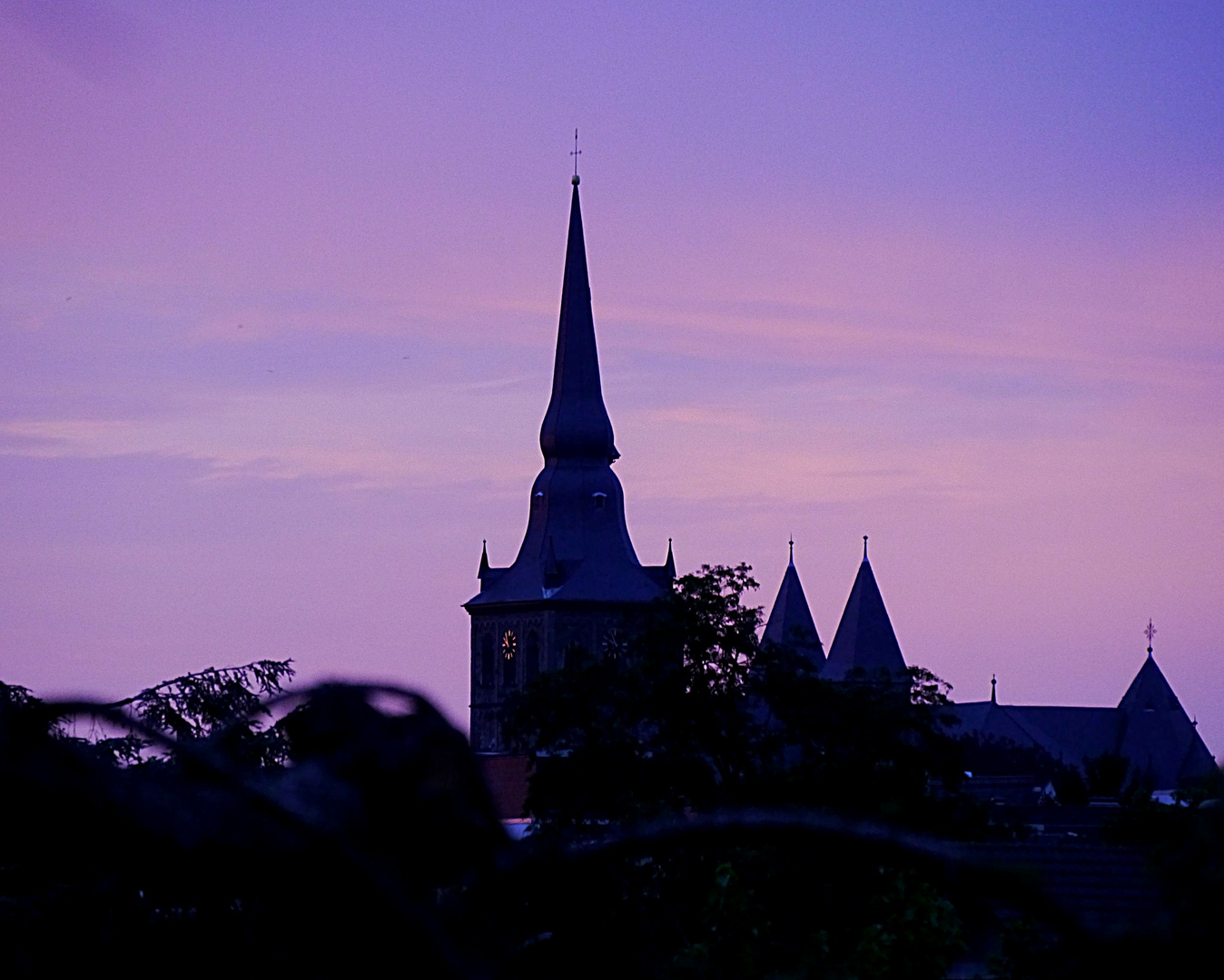 Blaue Stunde? St. Peter und Paul, Ratingen.