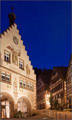 Blaue Stunde über dem Schiltacher Rathaus