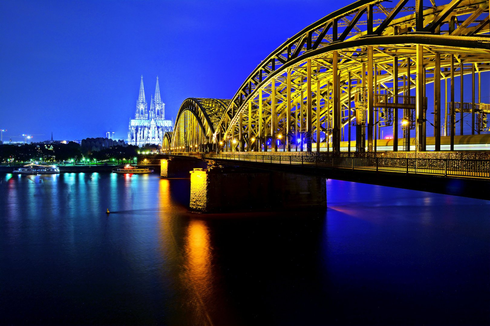 Blaue Stunde...Köln Dom...