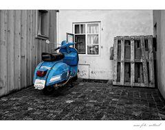 Blaue Vespa