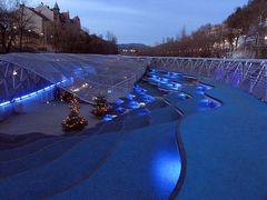 Blaue Wellen in der Mur