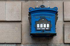 blauer Briefkasten gesehen in Potsdam