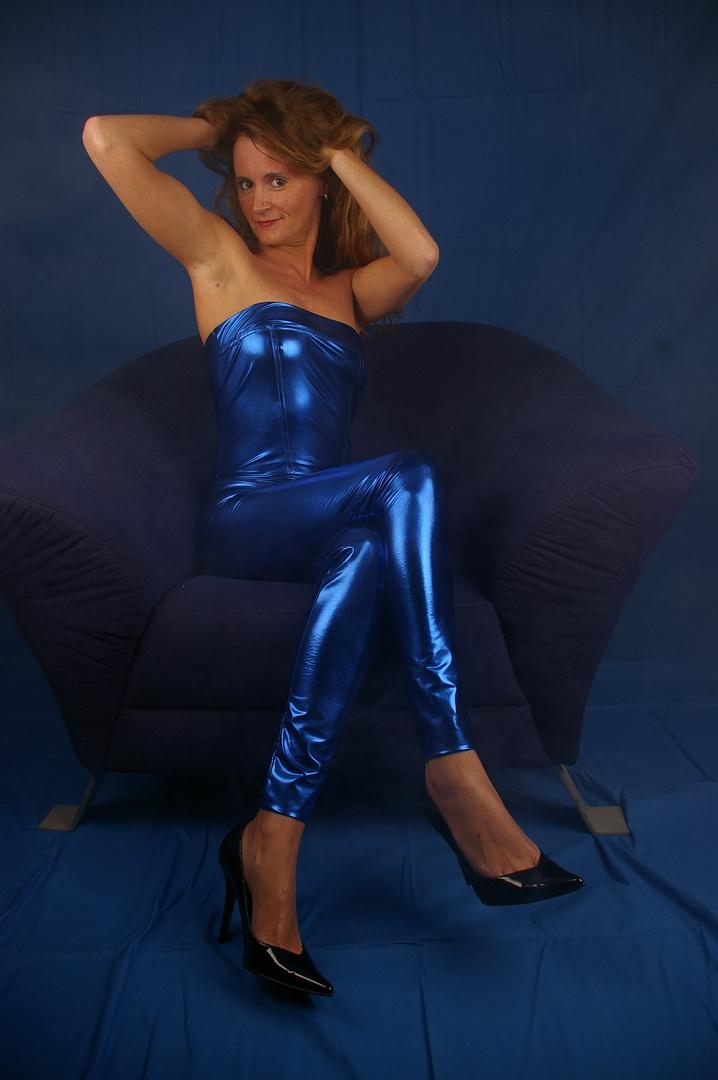 blauer catsuit