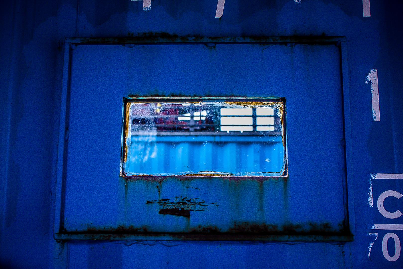 Blauer Durchblick