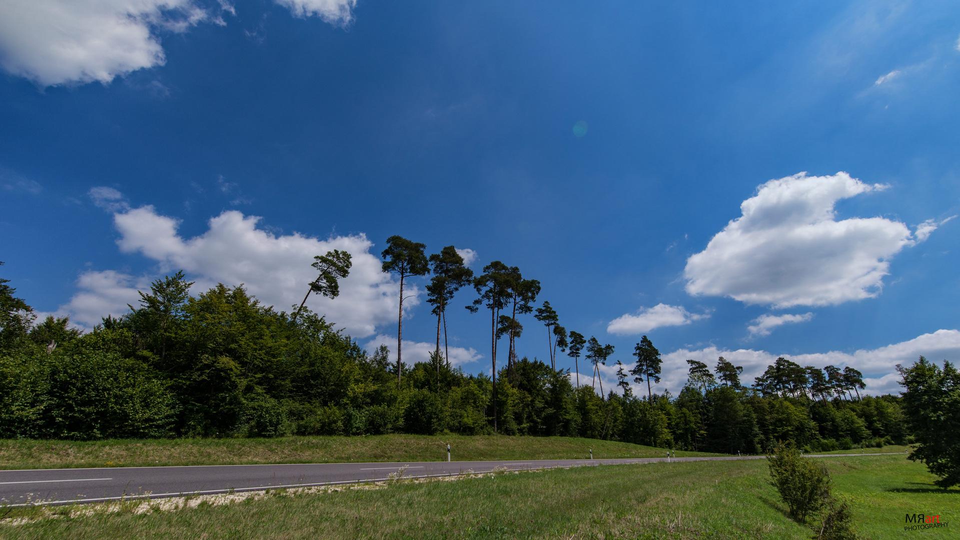 blauer Himmel und paar Wolken