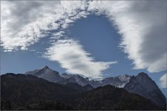 Blauer Himmel und Wolken ...