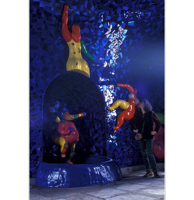 blauer Raum: Nacht und Kosmos - bunte Grotte (4)