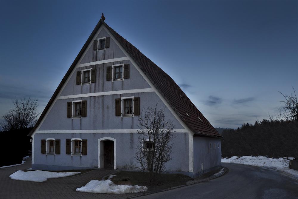 Blaues Haus zur Blauen Stunde