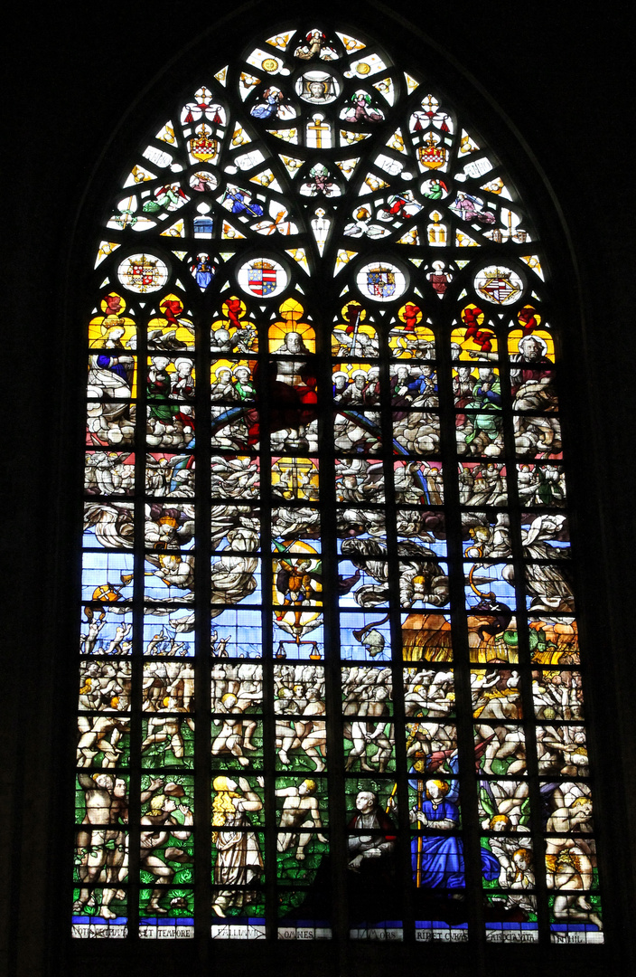 Bleiverglastes Motivfenster in der Cathédrale des Saints Michel et Gudule