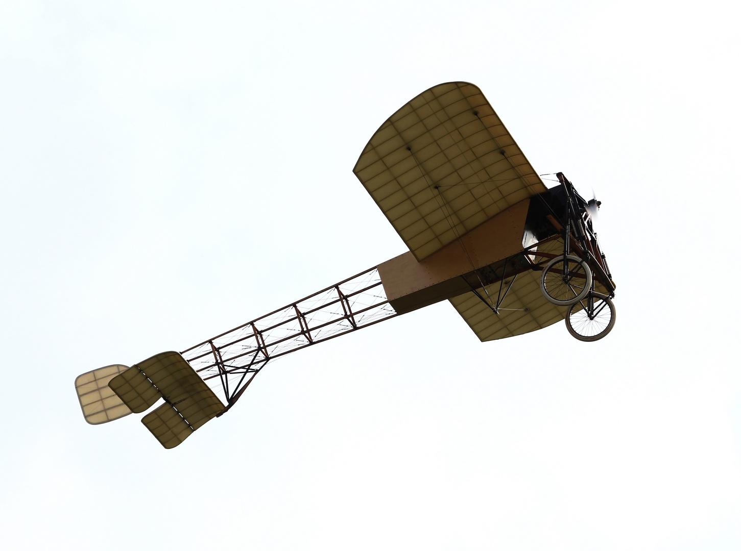 Bleriot XI im Überflug