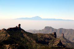 Blick am Roque Nublo vorbei zum Teide