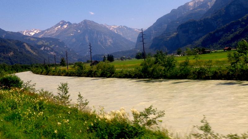 Blick auf Aare und Berge Im Haslital