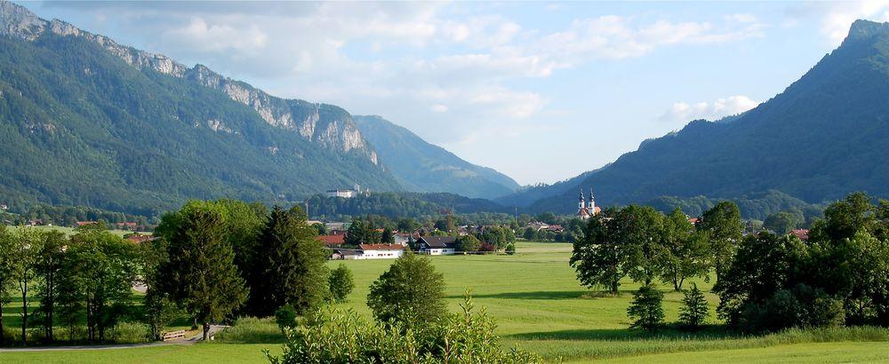 blick auf aschau mit der kampenwand foto bild landschaft berge bayrische alpen bilder auf. Black Bedroom Furniture Sets. Home Design Ideas
