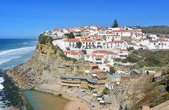 Blick auf Azenhas do Mar bei Lissabon