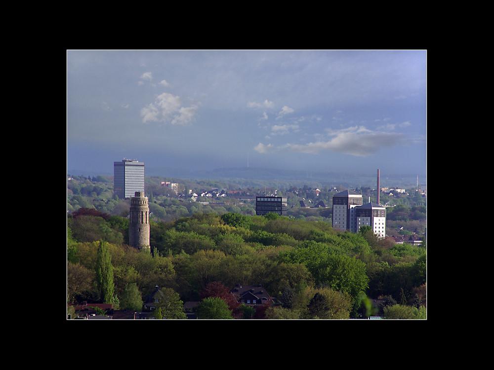 Blick auf das grüne Bochum vom Tippelsberg