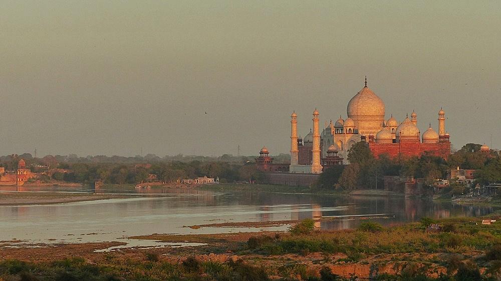 Blick auf den abendlichen Taj Mahal..